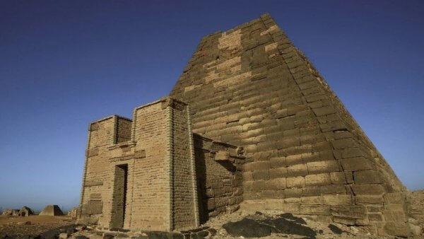 pyramid threatened by flooding